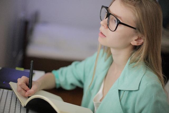 パソコンと少女